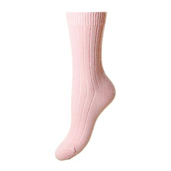Tabitha women's luxury cashmere crew socks in pink | English made by Pantherella
