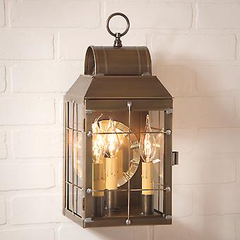 Irvins land Tinware Marthas væg lanterne i forvitret messing