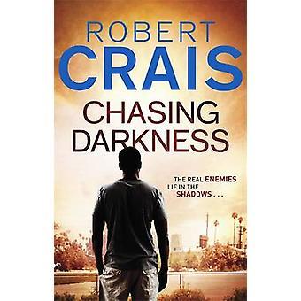 Perseguindo a escuridão por Robert Crais - livro 9780752882833