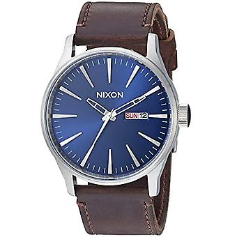 Nixon analog quartz watch with leather band _ A1051524