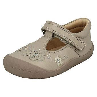 女孩 Startrite 花细节平鞋第一米娅