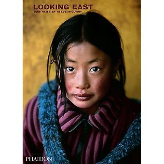 Steve McCurry - Looking East by Steve McCurry - 9780714876382 Book