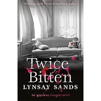 Två gånger biten av Nancys Sands - 9781473221574 bok