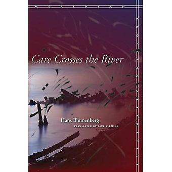 Cura attraversa il fiume