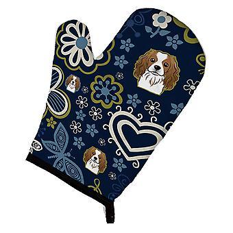 Carolines skarby BB5075OVMT niebieskie kwiaty Cavalier Spaniel piekarnik Mitt