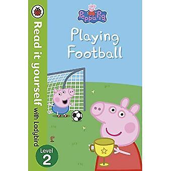 Peppa Pig: Jouer au Football - lisez-le vous-même avec le niveau 2 de la coccinelle