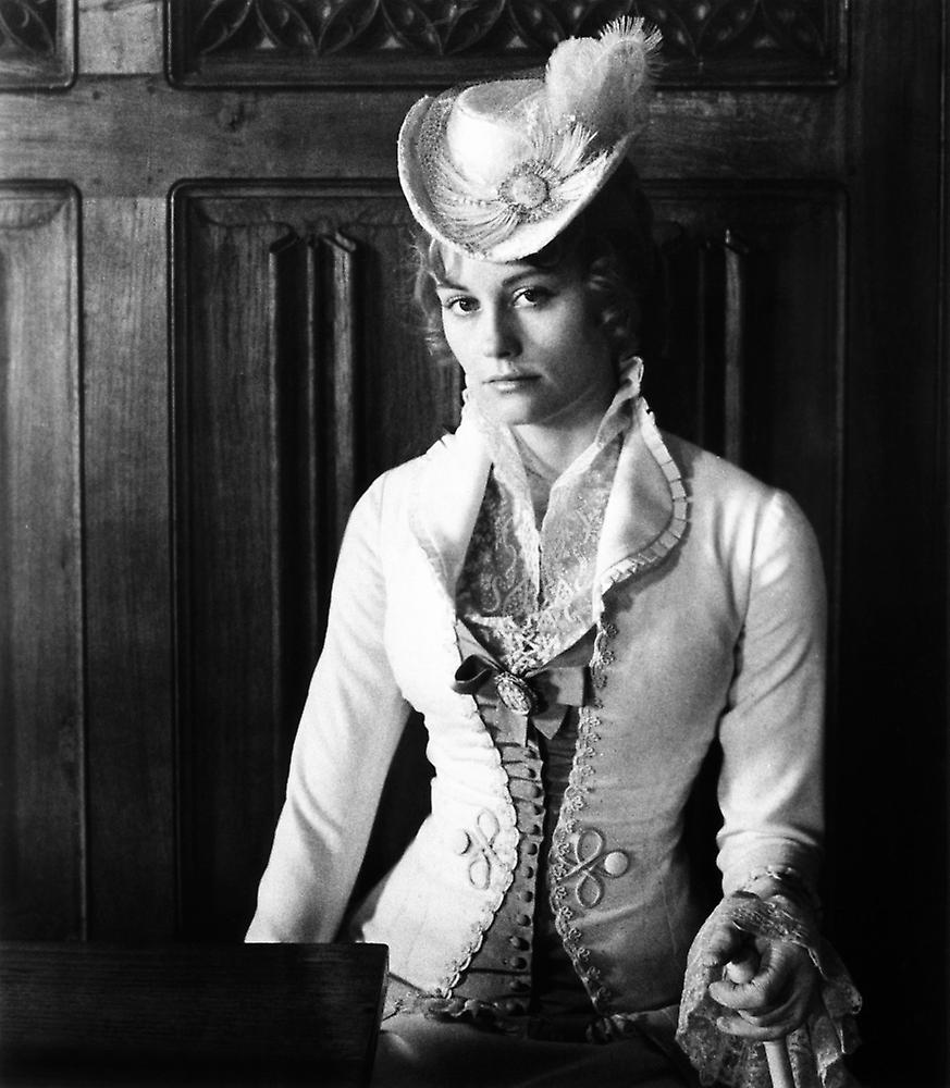 daisy miller In the late 19th century, a young american woman travels amongst european high society, and sparks a number of conflicts and scandals with her brazenly flirtatious behavior.