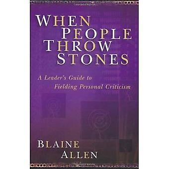 Als mensen stenen gooien