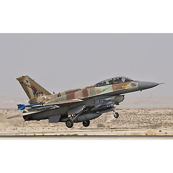 Lockeed Martin F-16I Sufa Fighting Falcon av det Israeler luftvåpenet tar av fra Ramon Air Base Israel plakatutskrift