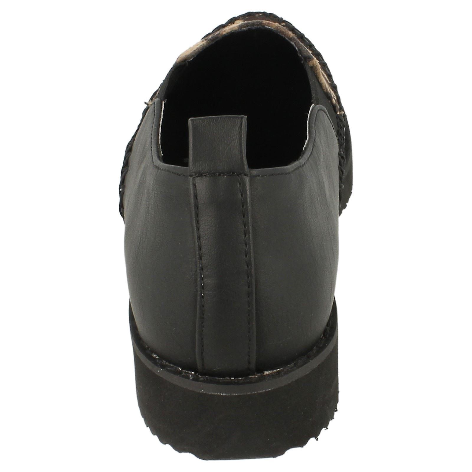 Vor Ort auf dicke Sohle Schuh / Bindung / Zwickel