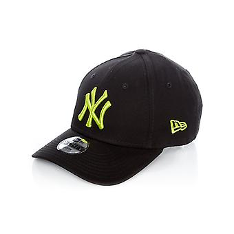 New Era Black-Cyber Green League Essential 9Forty New York Yankees Kids Curved P