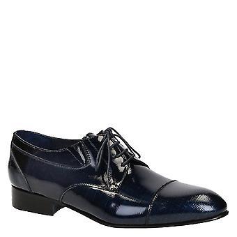 De los hombres zapatos de vestir en cuero azul patentado