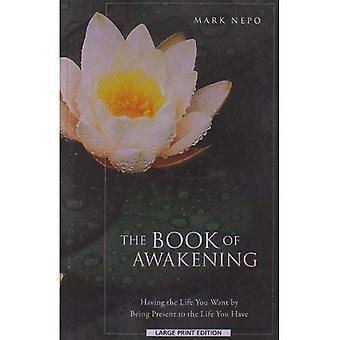 Het boek van ontwaken: de gewenste door aanwezig te zijn in het leven je leven