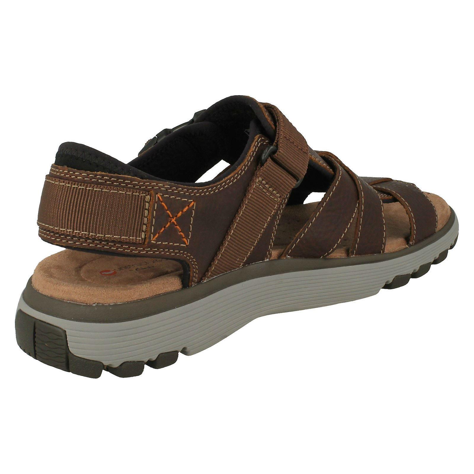 b7d44f6d28f4 Mens Clarks Casual Strapped Sandals Un Trek Cove - Dark Tan Leather - UK  Size 7.5