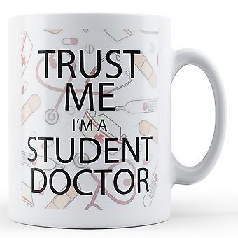 Stol på meg jeg er en Student lege - trykt krus